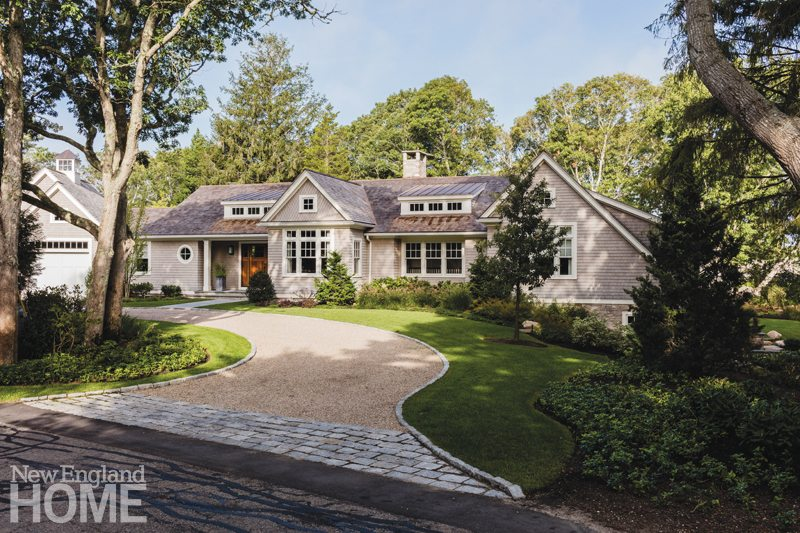 Shingle style ranch on cape cod designed by john dvorsack for Shingle art cape cod