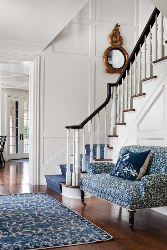 The entry's charming rug and settee introduce visitors to the fresh color scheme of the house.