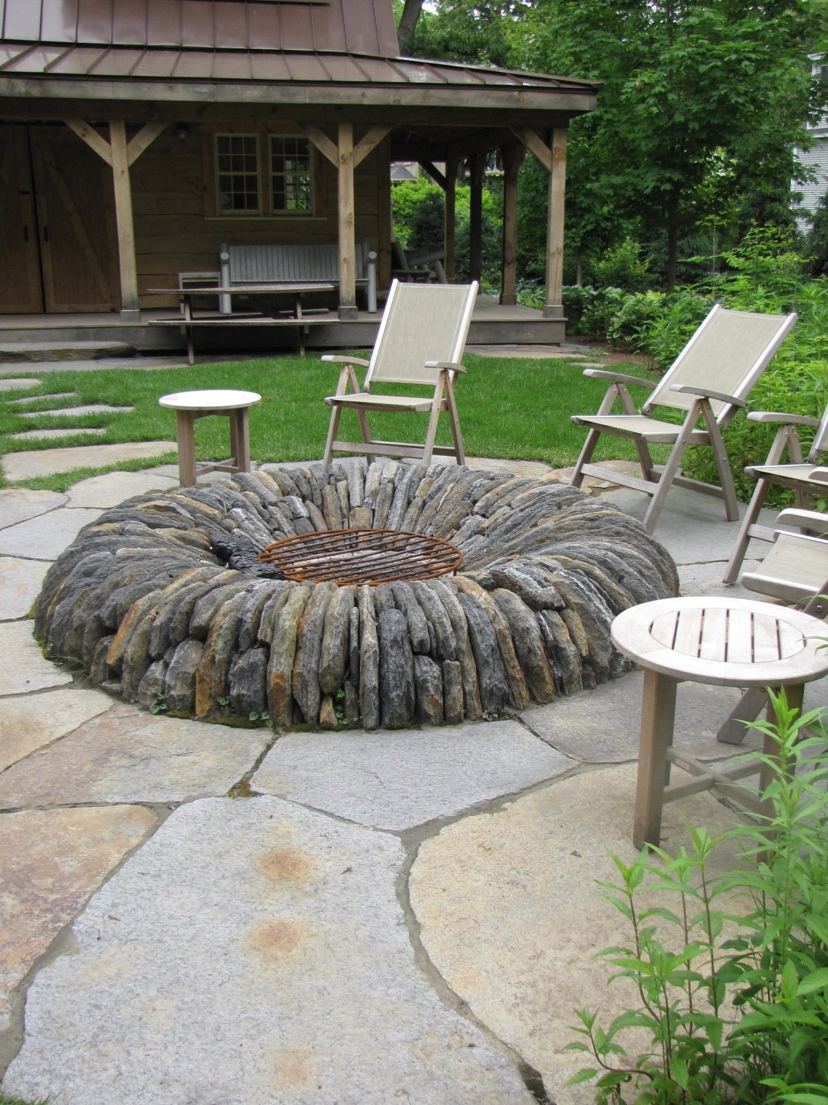 Gregory Lombardi Designed This Outdoor Fire Pit Using Connecticut Goshen Stone The Design Retains A Modern Yet Natural And Earthy Feeling