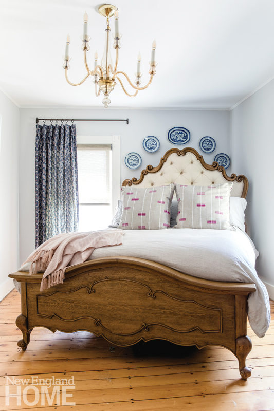 master bedroom, Murano chandelier, antique plates,